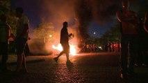 Les agriculteurs mécontents déversent du fumier devant la préfecture de Rennes