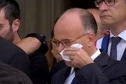 Cazeneuve ému aux larmes aux obsèques de la victime de Saint-Quentin-Fallavier