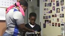 Une maman fait une blague à son fils pour son anniversaire