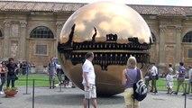 Złoty Glob w Muzeum Watykańskim. (Sphere Within Sphere) (Sfera con sfera) (Kula w kuli)
