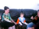 bébé chante 9 mois gitan manouche voyageur gipsy