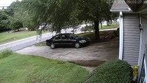 2 individus filmés en train de voler des colis déposés devant une maison