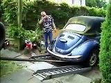 Bergung eines Käfercabriowracks mit DKW Munga