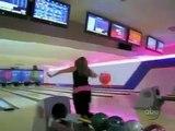 Video drole Blonde au Bowling