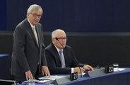 """Devant les eurodéputés, Juncker s'énerve : """"Je suis en 'texting' avec Tsipras"""""""
