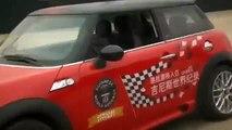 Extreme MINI Parking: Récord mundial de Guinness en estacionamiento paralelo para MINI