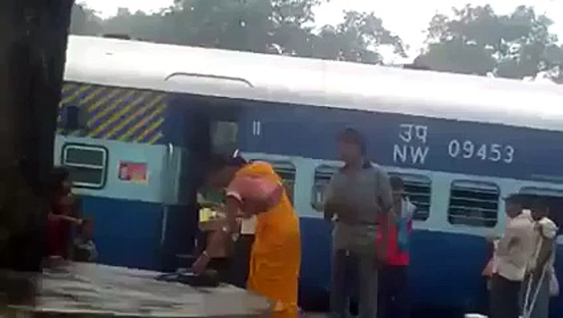Aunty Fights With Boy Funny