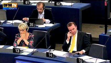 Critiqué pour les SMS qu'il envoie, Juncker sort de ses gonds