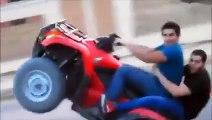 Des kékés font du quad en roue arrière et BIM!!!!!!