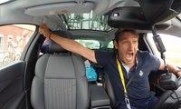Le staff d'Etixx-QuickStep éclate de joie dans les voitures après la victoire de Tony Martin