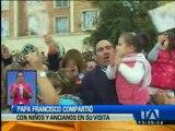 El papa Francisco compartió con niños y ancianos en su visita a Ecuador
