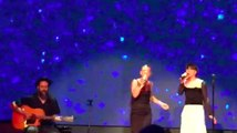 """""""Amami"""" è una delle canzoni di Emma che mi piace di più... Guardate con chi l'ha cantata durante la serata di presentazione dei palinsesti Mediaset... Un duetto meraviglioso!"""