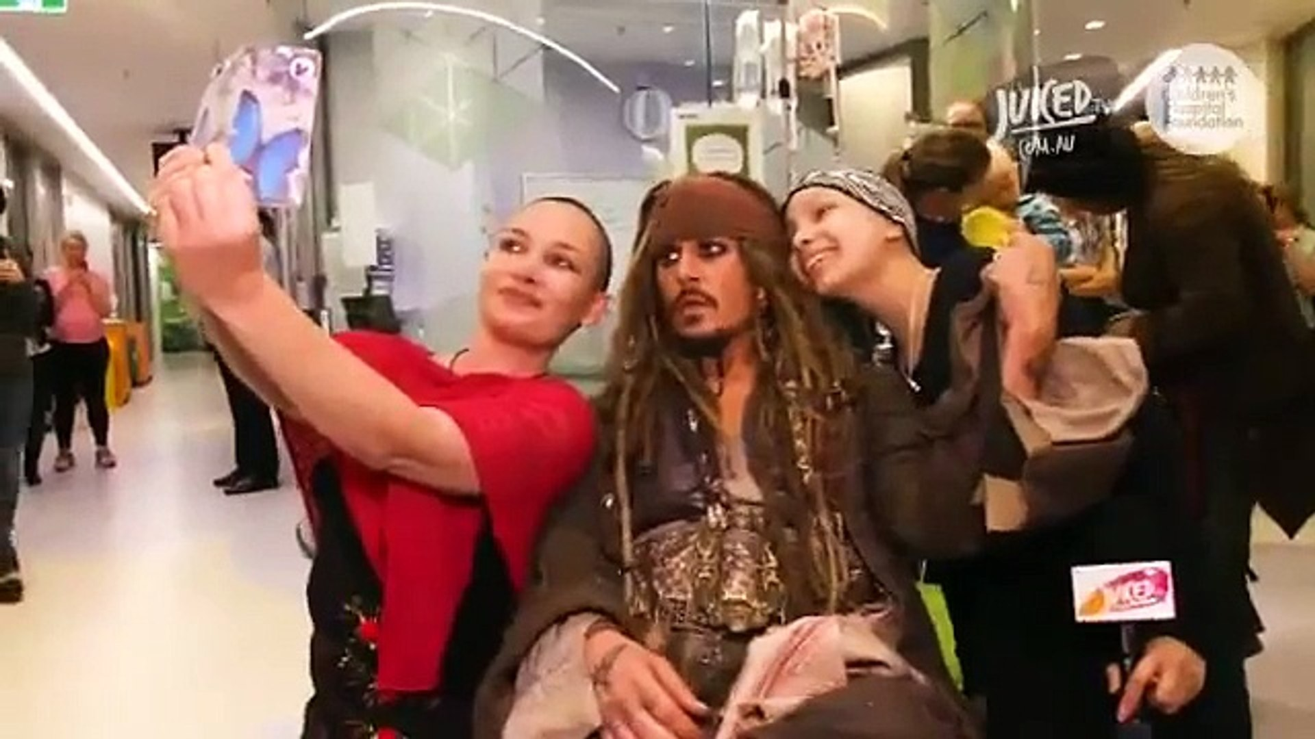 Quand le capitaine Jack Sparrow vient rendre visite à des enfants malades