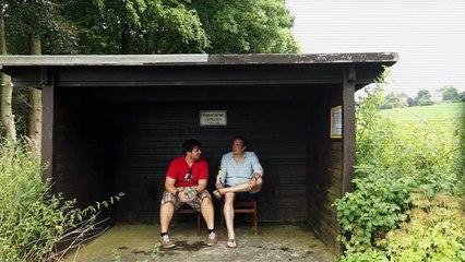 Die Drei lustigen Zwei von der Bushaltestelle im Auenland.