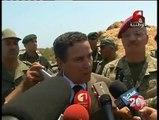 عاجل ؛ شاهد ماذا حصل عند زيارة وزير الدفاع رفقة وزراء للحاجز الأمني الحدودي مع ليبيا