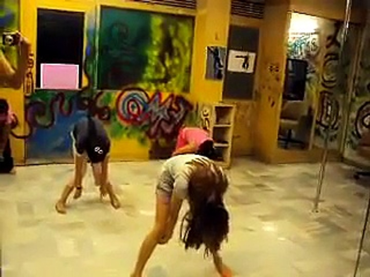 Indian Girls Dancing on Song Amplifire
