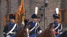 Koning reikt marechaussee nieuwe standaard uit