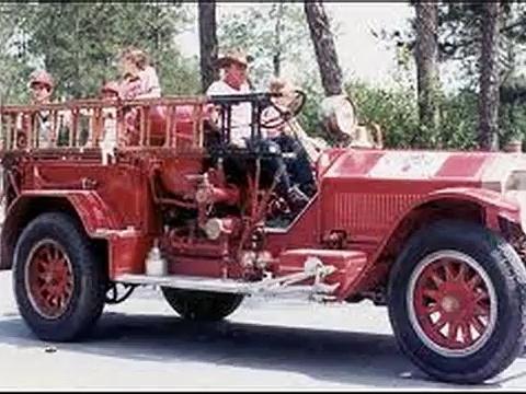 Old Fire Trucks – Antique Fire Trucks[1]
