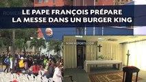 Le pape François prépare la messe dans un Burger King
