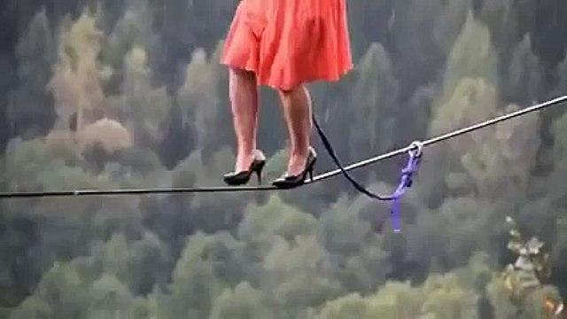 Amazing Videos: London Women Walks on Tight Rope