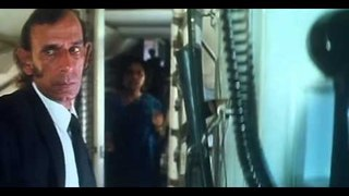 Hum Dono    Action Scene   Aeroplane Being Hijacked   Rishi Kapoor, Nana Patekar