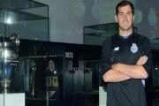 Casillas ya viste la camiseta del Oporto