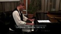 Lucian Velciu interpretează un studiu de Carl Czerny la Clubul tânărului Orfeu