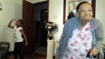 Une mamie de 97 ans et sa petite fille de 7 ans dansent ensemble - Adorable