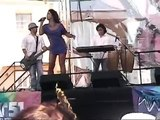 Cantante Lorena Rojas Muestra sus pechos al público en Miami.
