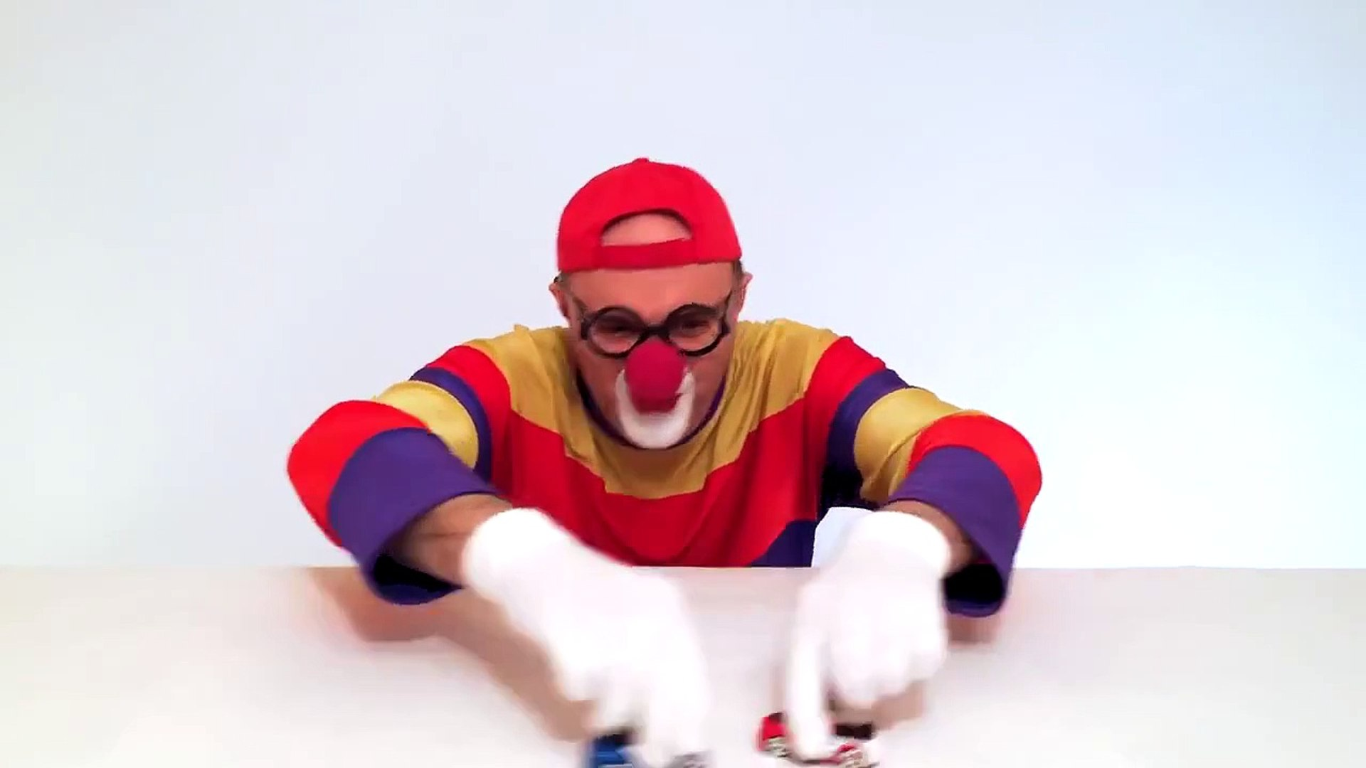 Children's Toy Cars - Transporter Rescue Truck - Clown Videos for Kids (автомобиль к