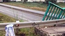 Vannes : une voiture atterrit sur un pont après un vol plané sur la RN165