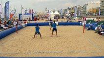 Le beach tennis - la tactique : jouer court