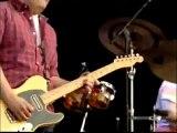 Eddie Vedder & Ben Harper 'Under Pressure' Hard Rock Calling 2010.mp4