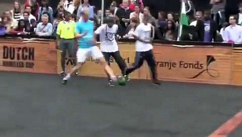 Os melhores dribles do futebol de rua (Soccer Show Down)