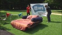 Un lit installé à Bruxelles pour sensibiliser à l'accueil d'étudiants étrangers