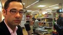 Gülvis gibt Autogramme im türkischen Supermarkt
