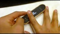 How to do a kickflip on a fingerboard / tech deck (Slow motion)