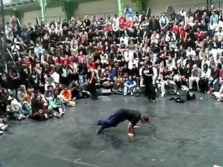 Break dance à RUE performances urbaines