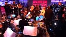 Het voltallige Metropole Orkest speelt 'Wereldwijd Orkest'