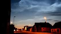 52- STRANGE SKY: CHEMTRAILS: Noctilucent clouds. Luminous clouds=geoengineering.