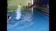 !!! GENIAL !!! Slowmotion im Schwimmbad (slowmotion, schwimmbad)