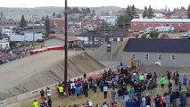 Un semi remorque saute 50m - Record du monde de saut