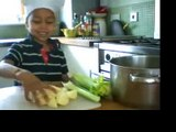 How to cook Anin's chicken soup - a heathy, simple and yummy recipe cooked by Anin & Misan