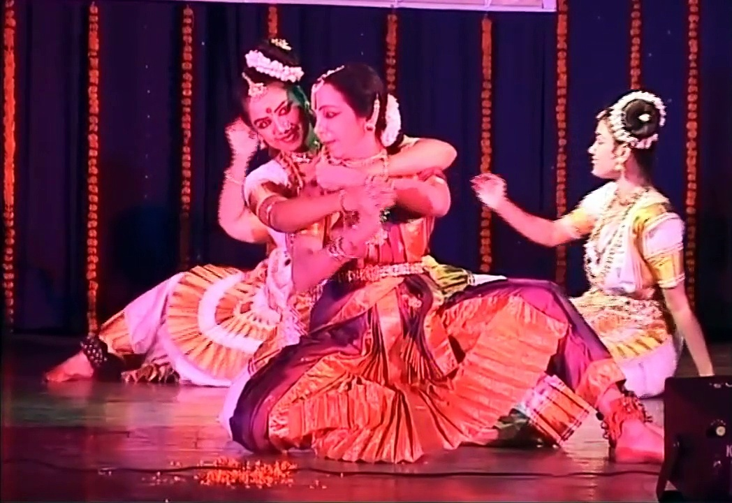 Guru Lata Surendra & her Disciples – Indian Classical Dance Forms | Bharatnatyam Dance Group