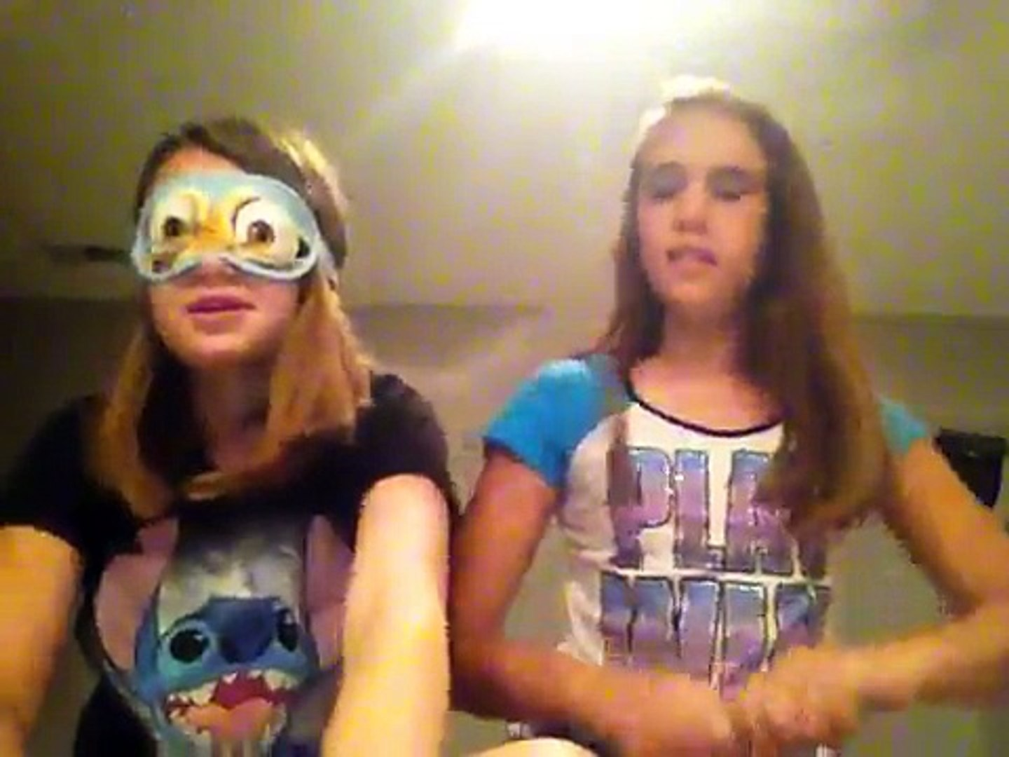 Bailey and Maddie's blindfolded makeup challenge