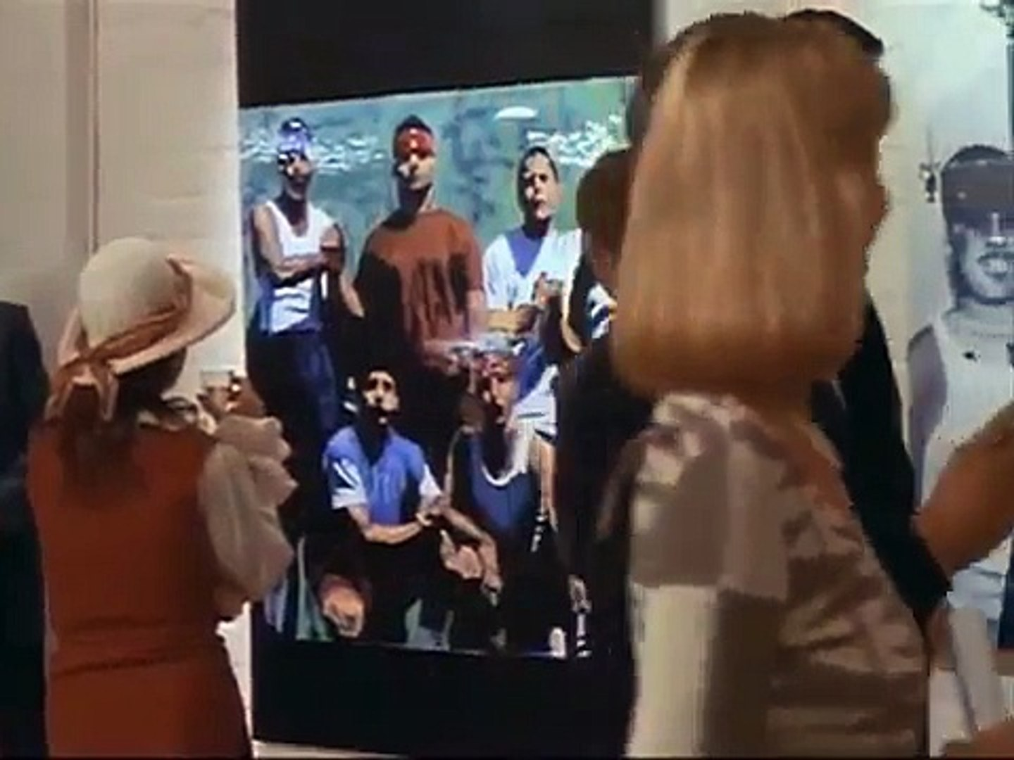 Art gallery scene in 'Blood In, Blood Out' (1993) by Taylor Hackford