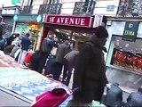 Des musulmans occupent le boulevard Barbès à Paris pour prier (16 octobre 2009)