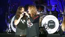 Le bassiste de Whitesnake fait sa demande en mariage sur scène - Drea de Matteo