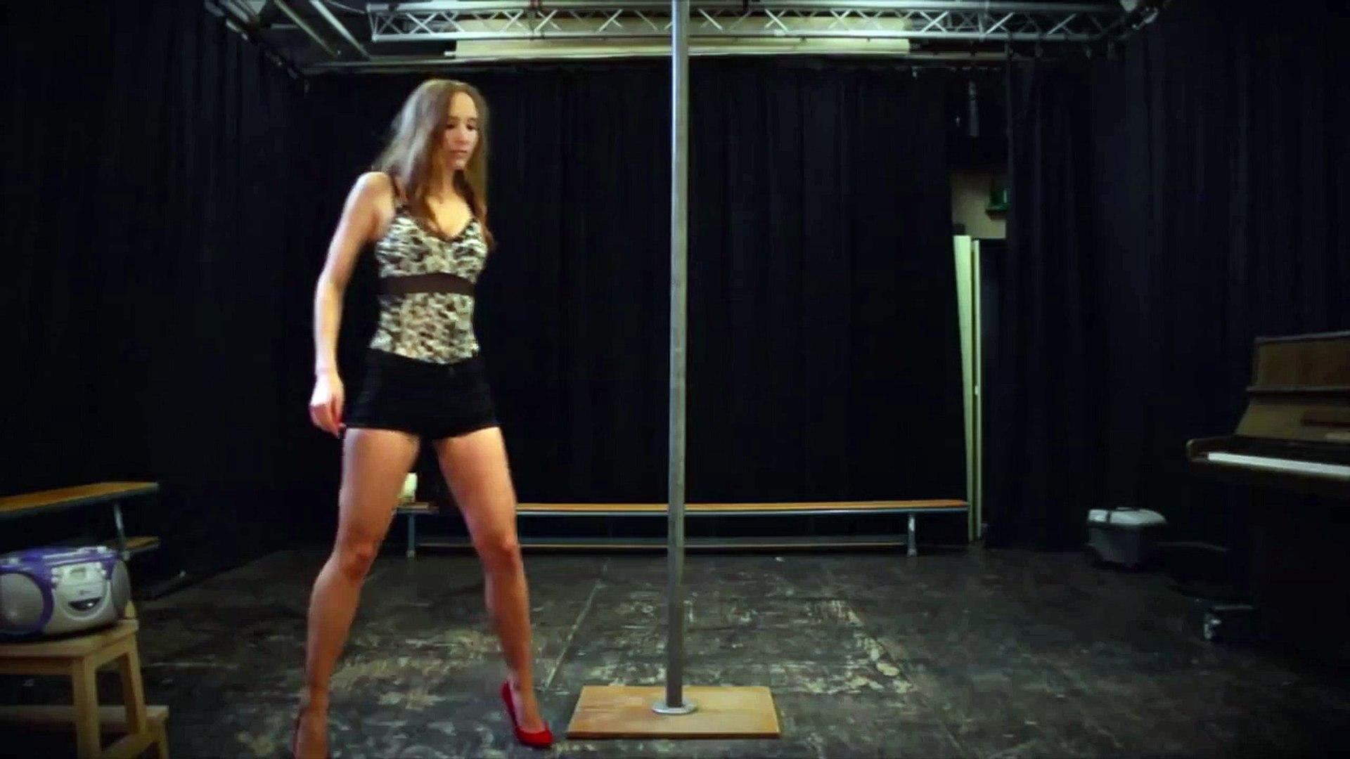 Une danseuse trop cochonne