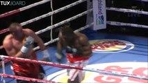 Boxeur KO qui chute hors du ring